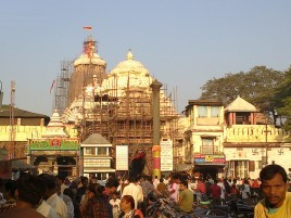У храма Джаганнатхи всегда толпы.