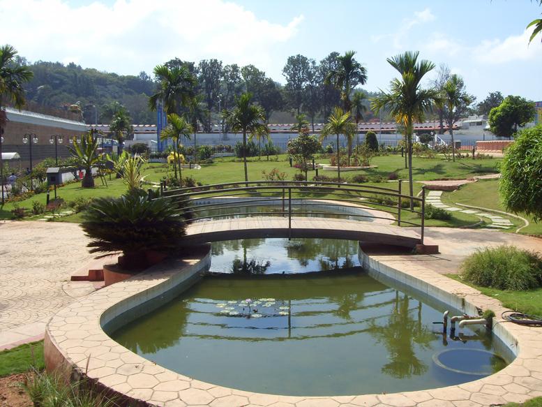 Сады с водоемами