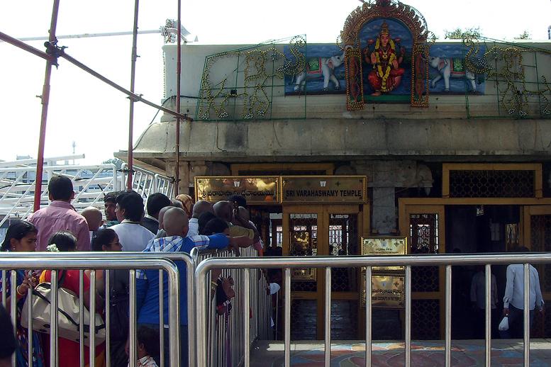 Очередь в храм Варахасвами