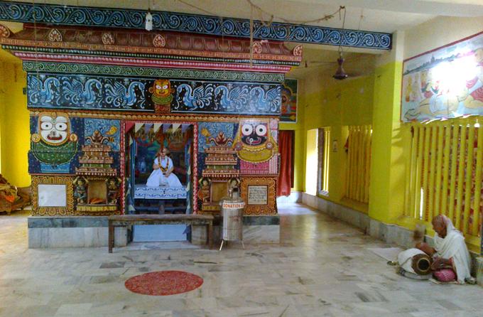 Небольшой храм в честь Харидаса Тхакура