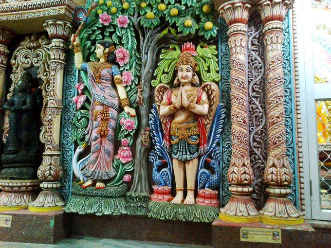 интерьер храма возле дерева желаний