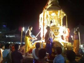 Священники на колеснице