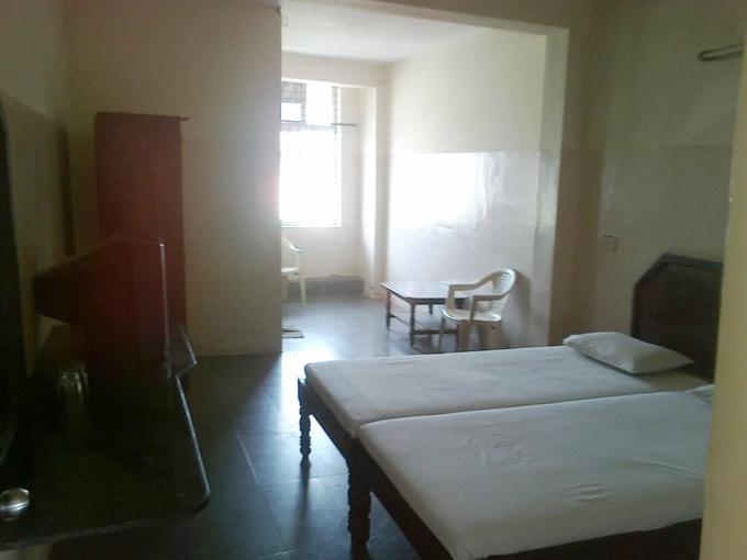 "Комната ""Бхавани отель"" 450 рупий"