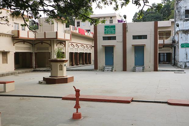 Прихрамовый двор Баладжи
